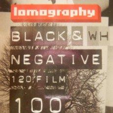 Cámara de fotos: CARRETE FOTOGRAFICO - LOMOGRAPHY - BLANCO Y NEGRO - 120 FORMAT - BLACK & WHITE NEGATIVE FILM 100 ISO. Lote 102032167