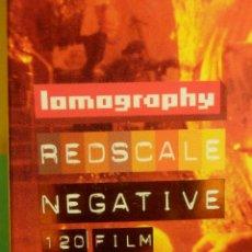 Cámara de fotos: CARRETE FOTOGRAFICO - LOMOGRAPHY - 120 FORMAT - REDSCALE NEGATIVE FILM 100 ISO - PROCES C-41. Lote 102032643