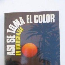 Cámara de fotos: ASI SE TOMA EN FOTOGRAFIA EL COLOR..DAYMON. AÑOS 70... Lote 103762943