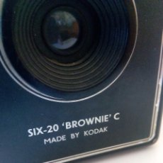 Cámara de fotos: BROWNIE MADE IN KODAK. Lote 104516687