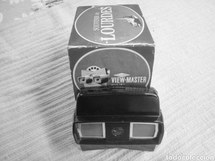 Cámara de fotos: Estereoscopio tridimensional marca VIEW-MASTER, hecho en baquelita anterior años 1940, y, 2 discos . - Foto 2 - 119590079