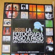 Cámara de fotos: LA FOTOGRAFÍA PASO A PASO ( UN CURSO COMPLETO ).- MICHAEL LANGFORD.- EDIC. BLUME. 1988. Lote 125116927