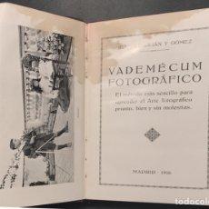 Cámara de fotos: VADEMÉCUM FOTOGRÁFICO. JUAN DE JULIAN. 89 PÁGINAS. MADRID 1916. Lote 131377383