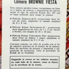 Cámara de fotos: PEQUEÑO MANUAL DE INSTRUCCIONES CÁMARA KODAK BROWNIE FIESTA. Lote 137857838