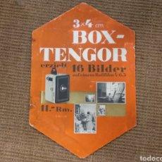 Cámara de fotos: ANTIGUO CARTEL PUBLICITARIO DE CARTÓN DE MÁQUINA FOTOGRÁFICA BOX-TENGOR. Lote 142795901