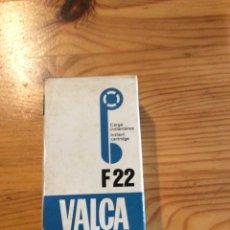 Cámara de fotos: VALCA F22 CARRETE CAMARA 12 EXPOSICIONES CARGA INSTANTANEA. Lote 143158997