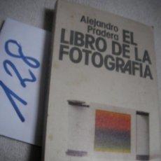 Cámara de fotos: EL LIBRO DE LA FOTOGRAFIA - ALEJANDRO PRADERA. Lote 144498474