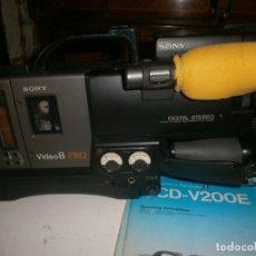 Cámara de fotos: VIDEO CAMARA RECORDER SONY 8 PRO DIGITAL STEREO CCD V200E INSTRUCCIONES, CARGADOR, BATERIAS, CINTAS. Lote 162498646