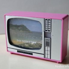 Cámara de fotos: TELEVISIÓN VISOR DIAPOSITIVAS RECUERDO SAN SEBASTIÁN TELE JUGUETE SOUVENIR MADE IN SPAIN TELEVISOR. Lote 164946802