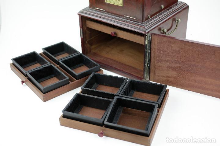 Cámara de fotos: LE TAXIPHOTE. Visor estereoscópico Richard para cristales 10x4 cm. En buen estado. ver fotos anexas - Foto 3 - 166116070
