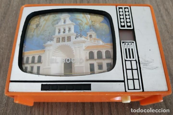 VISOR DE DIAPOSITIVAS CON FORMA DE TELEVISION , EL ROCIO , ANTIGUO , DIFICIL DE ENCONTRAR (Cámaras Fotográficas - Visores Estereoscópicos)