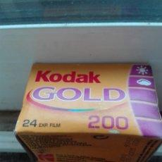 Cámara de fotos: KODAK GOLD 200 24 FOTOS. Lote 180399976