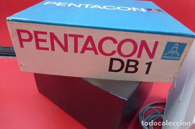 Cámara de fotos: Visor de diapositivas Pentacon, modelo DB 1..DDR..Años 70. Caja original y funcionando.35mm - Foto 2 - 181425932