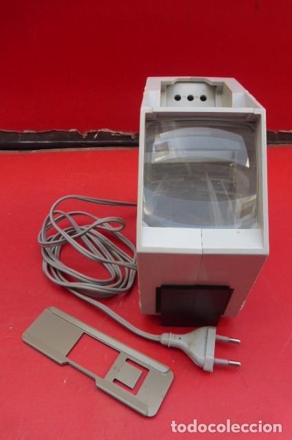 Cámara de fotos: Visor de diapositivas Pentacon, modelo DB 1..DDR..Años 70. Caja original y funcionando.35mm - Foto 3 - 181425932