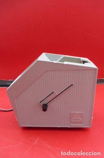 Cámara de fotos: Visor de diapositivas Pentacon, modelo DB 1..DDR..Años 70. Caja original y funcionando.35mm - Foto 4 - 181425932