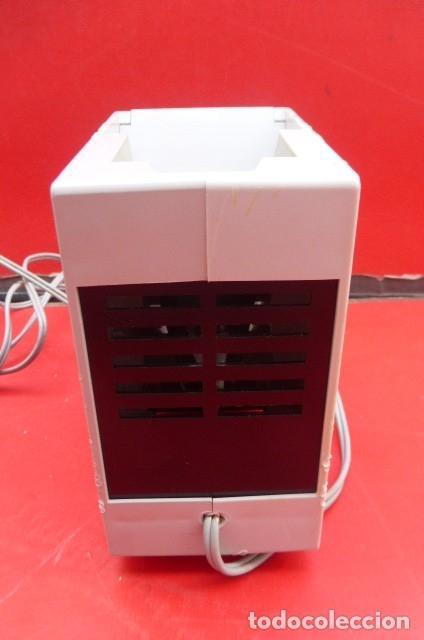 Cámara de fotos: Visor de diapositivas Pentacon, modelo DB 1..DDR..Años 70. Caja original y funcionando.35mm - Foto 5 - 181425932