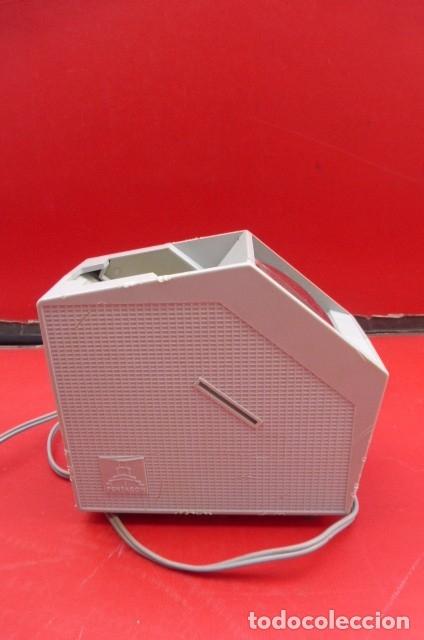 Cámara de fotos: Visor de diapositivas Pentacon, modelo DB 1..DDR..Años 70. Caja original y funcionando.35mm - Foto 6 - 181425932