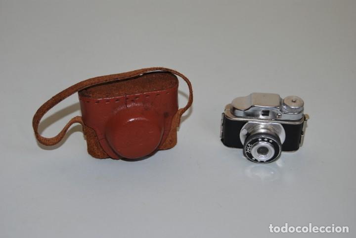 CÁMARA FOTOGRÁFICA EN MINIATURA - HIT - MINI CÁMARA DE FOTOS - FUNDA DE CUERO - JAPÓN (Cámaras Fotográficas - Otras)