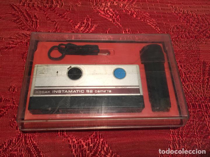 Cámara de fotos: Antigua maquina de fotos / fotografias marca Kodak Instamatic años 70 -80 - Foto 9 - 196210221
