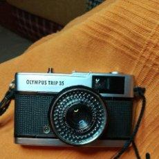 Cámara de fotos: CÁMARA OLYMPUS TRIP 35, CON FUNDA. Lote 197040610