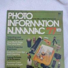 Cámara de fotos: PHOTO INFORMATION ALMANAC 77....LAS NOVEDADES EN 1977...EN INGLES.. Lote 197319160