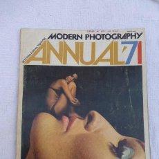 Cámara de fotos: MODERN PHOTOGRAPHY-ANNUAL 71...FOTOGRAFIA MODERNA,,AÑO 1971...JOYA.. Lote 197319468