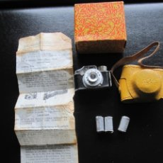 Cámara de fotos: MINI CAMARA DE FOTOS HIT CON FOLLETO DE INSTRUCCIONES Y TRES CARRETES AÑOS 60. Lote 198713701