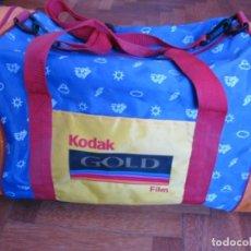 Cámara de fotos: BOLSO KODAK . CARRETE KODAK GOLD. Lote 199195652