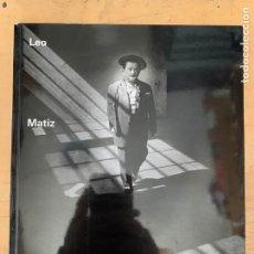 Cámara de fotos: LIBRO DE FOTOGRAFIAS LEO MATIZ. Lote 201200682