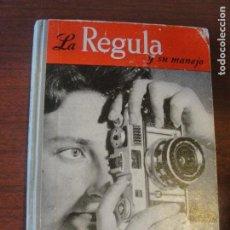 Cámara de fotos: LA REGULA Y SU MANEJO AÑO 1958 / PORTADA CON CHICA - BUEN ESTADO / ENVIO POR MEDIO EURO. Lote 207406633