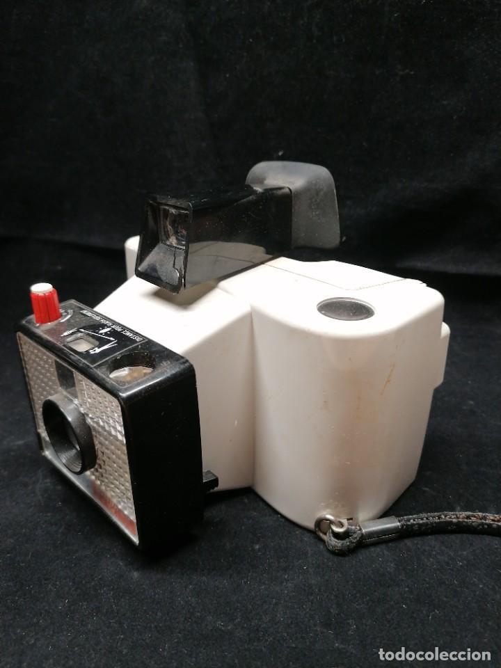 Cámara de fotos: Antigua camara de fotos Polaroid Swinger - Foto 2 - 224056257
