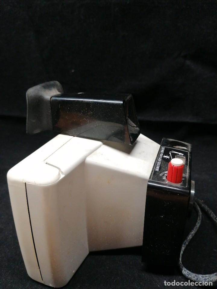 Cámara de fotos: Antigua camara de fotos Polaroid Swinger - Foto 3 - 224056257
