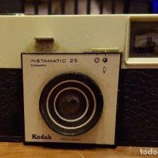 Cámara de fotos: CAMARA DE FOTOS KODAK INSTAMATIC 25 FUNCIONA. Lote 231077455