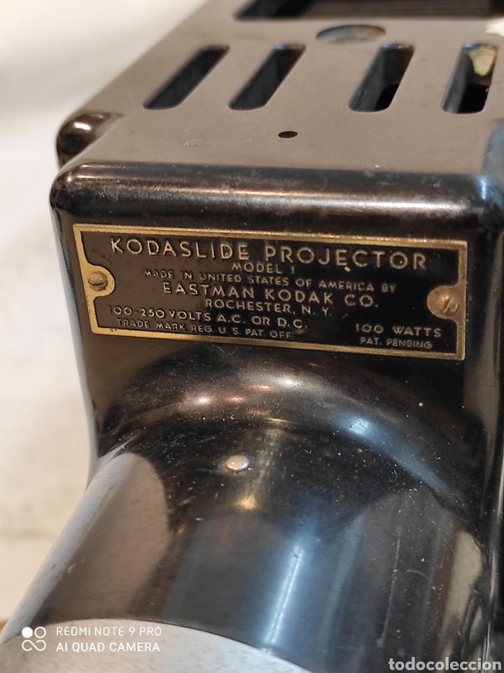 Cámara de fotos: Proyector de diapositivas Kodak. - Foto 3 - 242279380