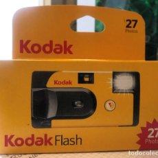 Cámara de fotos: CAMARA DE FOTOS KODAK UN SOLO USO CON FLASH.. Lote 242479375