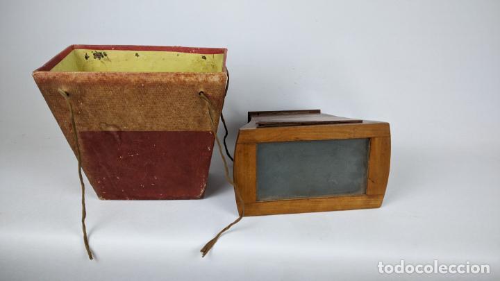 Cámara de fotos: Antiguo visor estereoscópico en madera. Lentes, espejo y ahumado. - Foto 2 - 243665800