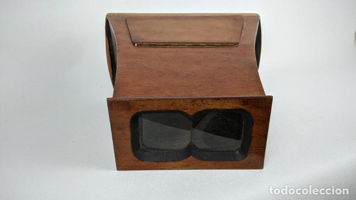 Cámara de fotos: Antiguo visor estereoscópico en madera. Lentes, espejo y ahumado. - Foto 3 - 243665800
