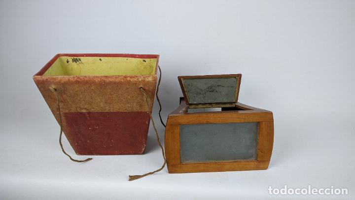 Cámara de fotos: Antiguo visor estereoscópico en madera. Lentes, espejo y ahumado. - Foto 4 - 243665800