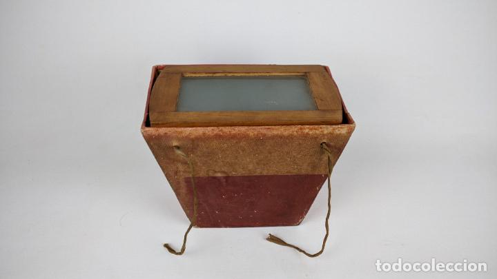 Cámara de fotos: Antiguo visor estereoscópico en madera. Lentes, espejo y ahumado. - Foto 6 - 243665800
