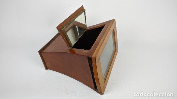 Cámara de fotos: Antiguo visor estereoscópico en madera. Lentes, espejo y ahumado. - Foto 7 - 243665800