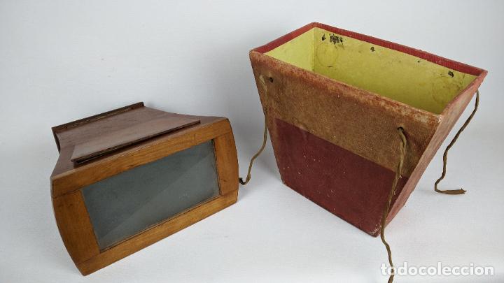 Cámara de fotos: Antiguo visor estereoscópico en madera. Lentes, espejo y ahumado. - Foto 9 - 243665800