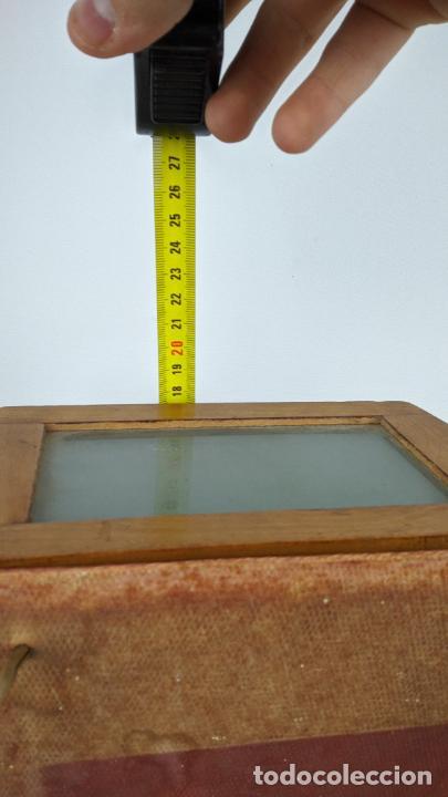 Cámara de fotos: Antiguo visor estereoscópico en madera. Lentes, espejo y ahumado. - Foto 12 - 243665800