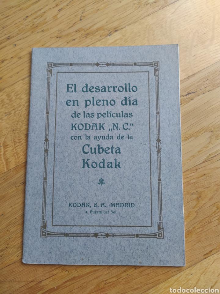 MANUAL PARA EL DESARROLLO EN PLENO DÍA CON AYUDA DE CUBETA KODAK - 24 PAG. - 13X18 CM (Cámaras Fotográficas - Catálogos, Manuales y Publicidad)