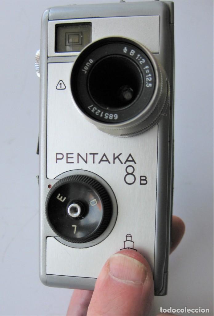 Cámara de fotos: CÁMARA DE CINE A CUERDA 8 mm..PENTACON PENTAKA 8 B..ALEMANIA 1960..BUEN ESTADO.FUNCIONA - Foto 3 - 265496269