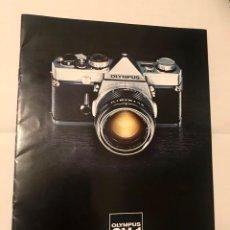 Cámara de fotos: FOLLETO PUBLICITARIO CAMARA FOTOGRAFICA OLYMPUS OM-1 AÑOS 70. Lote 290627303
