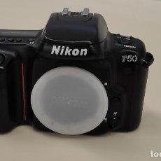 Appareil photos: CUERPO DE CAMARA FOTOGRAFICA NIKON F50 CON ACCESORIOS. Lote 278975768