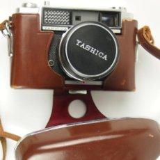 Cámara de fotos: CÁMARA YASHICA LYNX-1000. EN SU FUNDA DE CUERO ORIGINAL.. Lote 139585349
