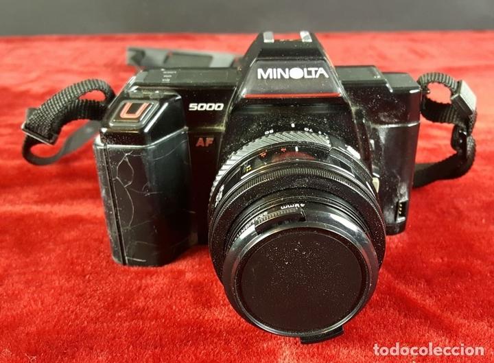 Cámara de fotos: CONJUNTO DE CAMARA MINOLTA 5000 AF. LENTE MINOLTA 70-210. ESTUCHE ACOLCHADO. 1987. - Foto 2 - 76952309
