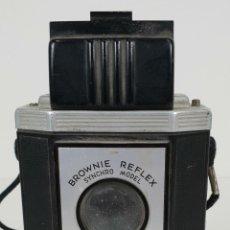 Cámara de fotos: CAMARA FOTOGRÁFICA. EASTMAN KODAK. BROWNIE REFLEX. ESTADOS UNIDOS. CIRCA 1940. . Lote 137691266