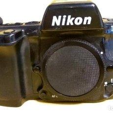 Cámara de fotos: NIKON F90X EN BUEN ESTADO CON RESPALDO NIKON MF-26. Lote 140621402